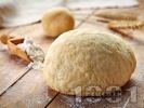 Рецепта Тесто за пица и мекици с брашно, вода и суха мая